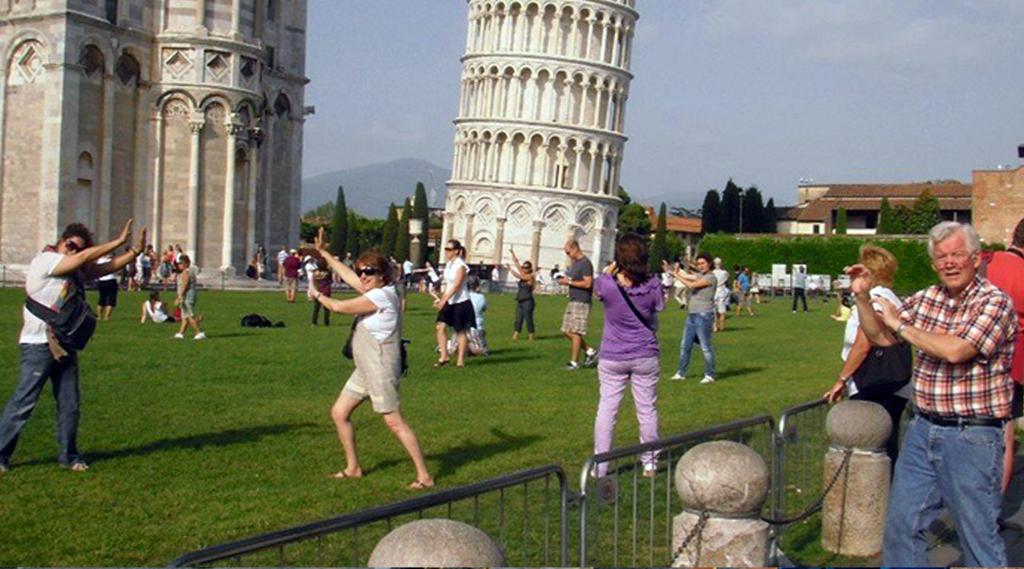tourists_cliche_photo